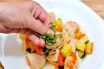 Соте из курицы с овощами и травами
