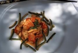 Обжаренный омар с имбирем
